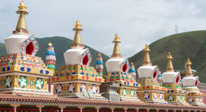 A row of chortens